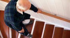 accidents-domestiques-personnes-agees-seniors-escalier-monsieur-vieillesse-retraite-securite-sante