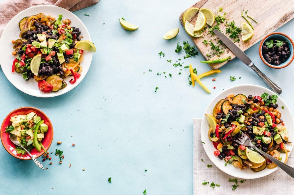 deux bols de salade composée
