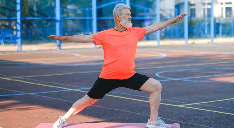 homme senior qui fait du sport